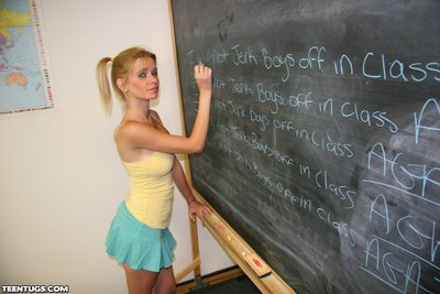 Teenage cum floozy Vanessa Xantippe must quieten down at bottom the black board