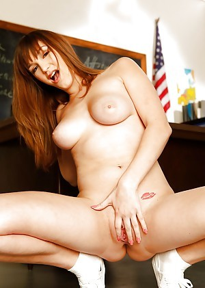 Sexy redhead far an fabulous body Holly Michaels posing naked