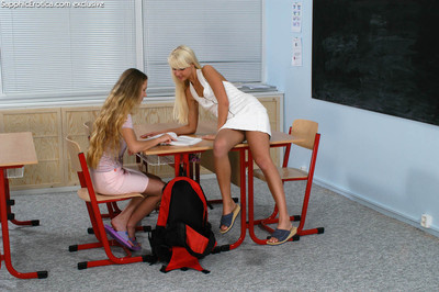 Midget lesbian teens enjoying Brobdingnagian dildo
