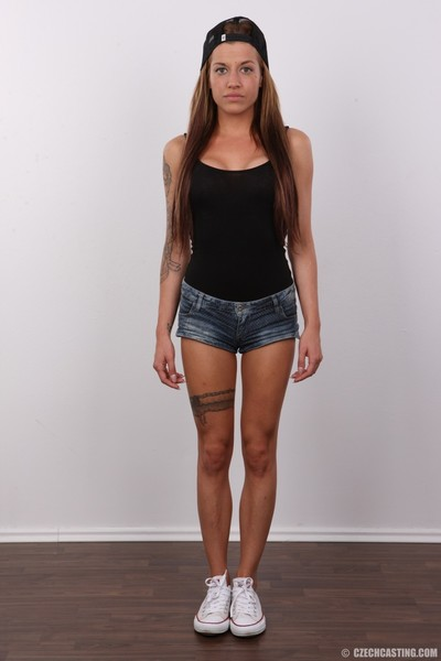 Tattooed teen in casting pics