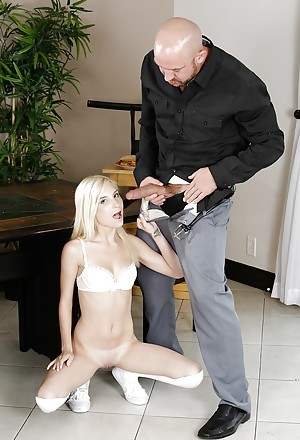 Teen pornstar Piper Perri giving eclipse cock blowjob on knees